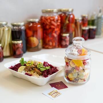Boeuf façon thaï, produits biologiques et locaux faits maison par @smithntait Un régal croyez-nous. 😋 Plat + Bonbonnière en verre  en click and collect ou en livraison offerte après 21h à Angers. 🌿
